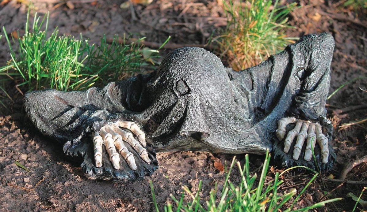 creeping corpse statue